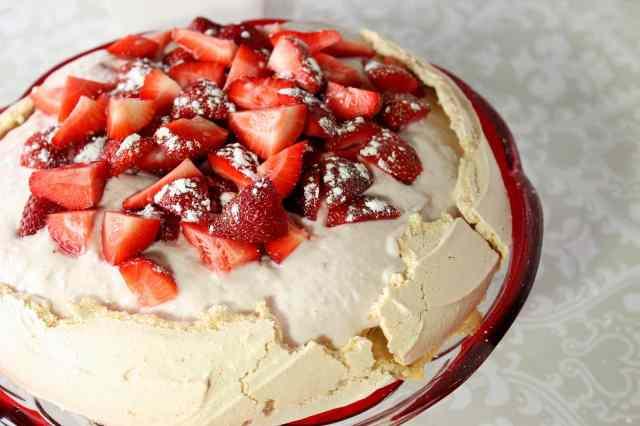 Pavlova with Greek Yogurt and Strawberries Recipe
