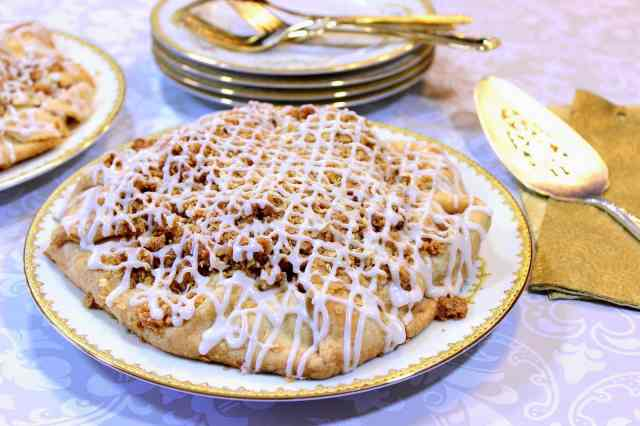 https://www.kudoskitchenbyrenee.com///2015/04/apple-crumble-crostata.html