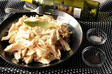 poached chicken in white wine and bay