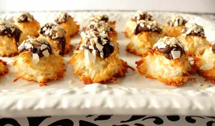 Almond Macaroon Cookies with Chocolate and Almonds
