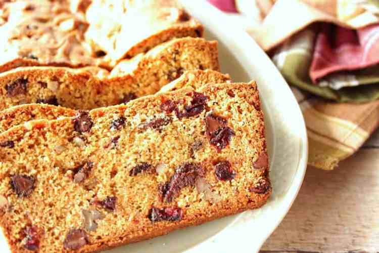 Quick bread with chocolate and cranberries