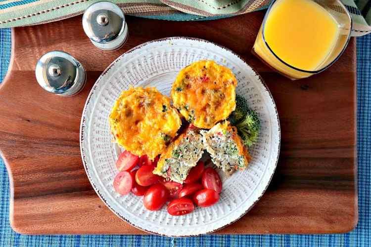 Healthy Quinoa Veggie Egg White Cups for Breakfast - www.kudoskitchenbyrenee.com