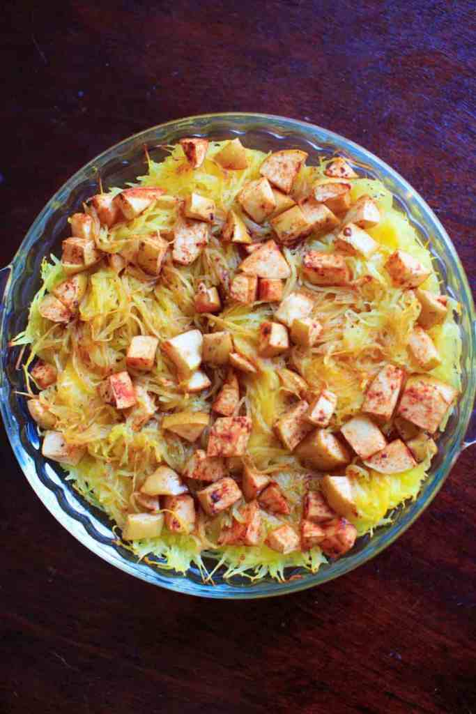 Spaghetti Squash Recipe Roundup for Friday's Featured Foodie Feastings. - www.kudoskitchenbyrenee.com