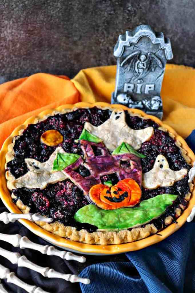 Don't be scared. This Hauntingly Delicious Boo Berry Pie is easier to make than you may think and I'm excited to show you exactly how to do it. - kudoskitchenbyrenee.com