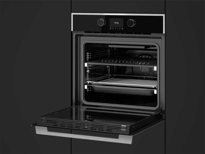 The Steakmaster from Teka not only brings us the perfectly grilled steak from the oven: the simple, black oven also satisfies aesthetic demands. (Photo: Steakmaster)