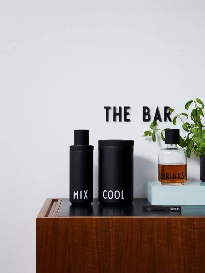 """Gift with potential for expansion: with a cocktail shaker """"Mix"""" belongs to the ice cube cooler """"Cool"""".  (Photo: Design Letters)"""