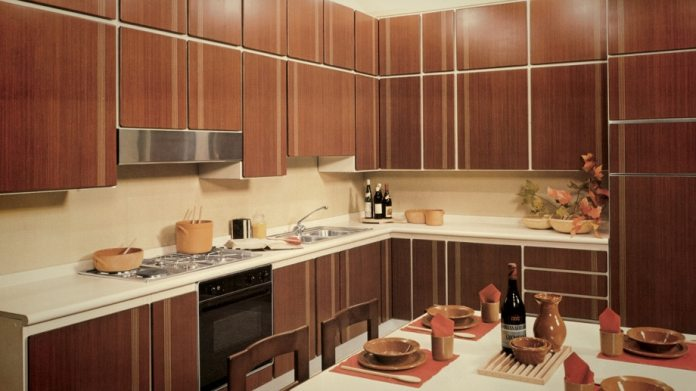 There was no avoiding the classic wooden kitchen in the 70s and 80s - after all, this is a handle-free model from the Italian brand.  (Photo: Scavolini)