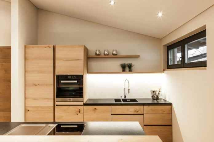 The entire Tyrolean kitchen is made from cracked oak.