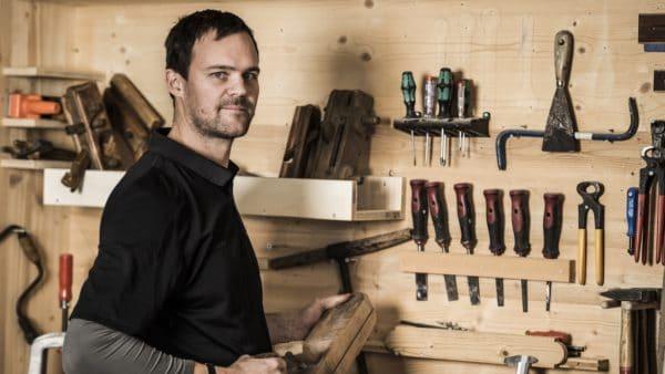 A passionate carpenter: Studio owner Hannes Vötter.  (Photo: The Kitchen Club)