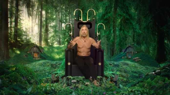 Iggy Pop on the sink throne: together with the punk idol, SCHOCK conveys its approach to sustainability in the sink area.  (Photo: SCHOCK / Video)