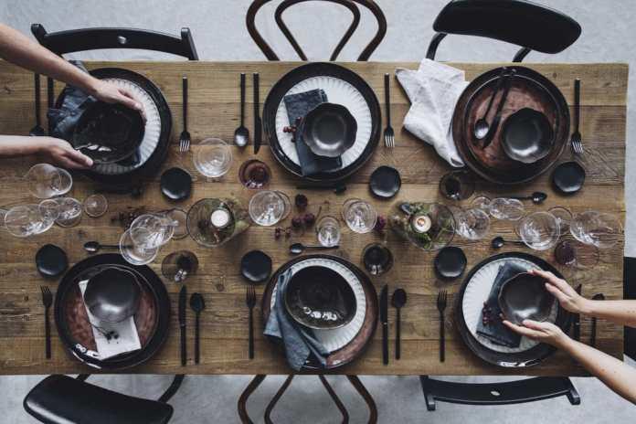 Sharing is caring? Das dürfte in den kommenden Generationen nicht nur auf die Tischkultur zutreffen, sondern womöglich auch auf geliehene Einbaugeräte für die Küche. (Foto: Neff)
