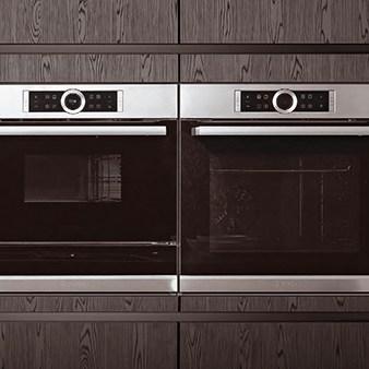 küche mit dunkler holzfront