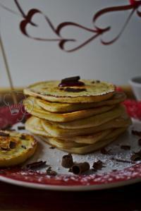 Diese Pancakes müsst ihr probieren. Sie sind so fluffig und leicht. Perfekt zum Frühstück, für einen Brunch oder einfach so. Küchentraum & Purzelbaum | #pancakes| #frühstück | #rezepte