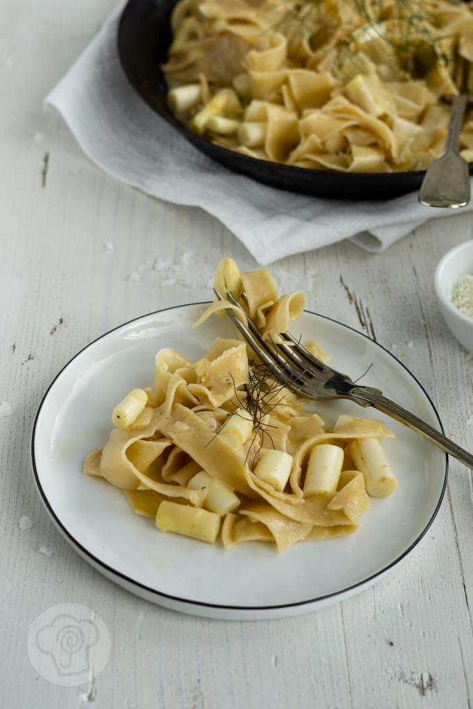 Pastagericht - vegetarische Spargel Carbonara, Rezept für cremige Spaghetti Carbonara. Küchentraum & Purzelbaum | #pasta | #spargel