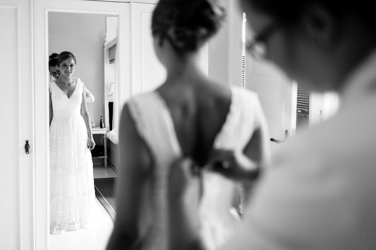 Hochzeit auf Gut Bliestorf Getting Ready Kleid anziehen