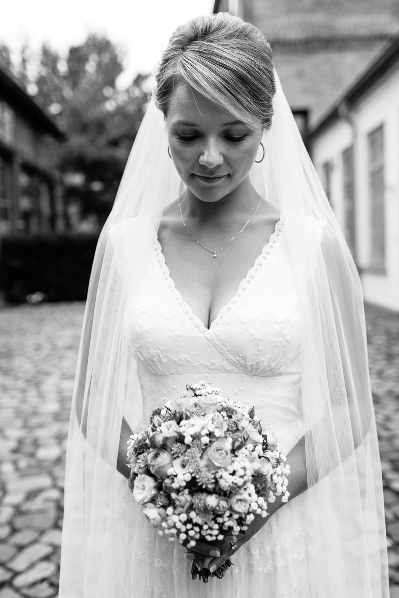 Hochzeit in Lübeck Paarshooting Portrait der Braut