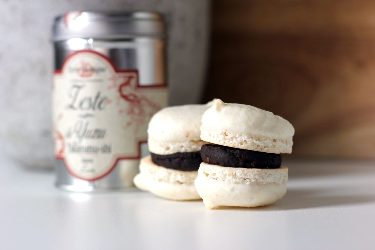 Macarons Chocolat Noir & Zestes de Yuzu