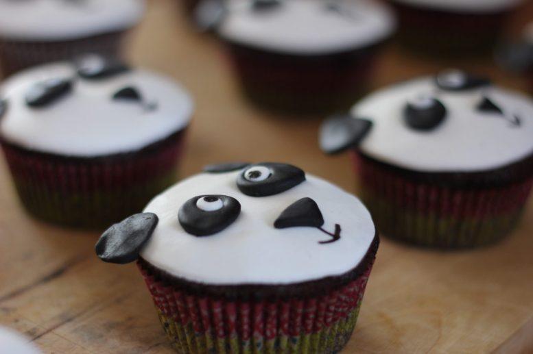 Cupcake panda pour la base de la pièce montée