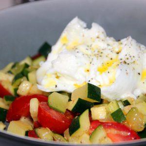 Salade de tomates, courgettes bio, mozzarelle de bufflonne et huile vanillée