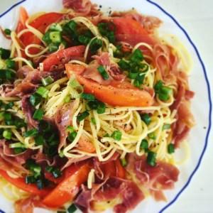 Salade de pates et jambon cru