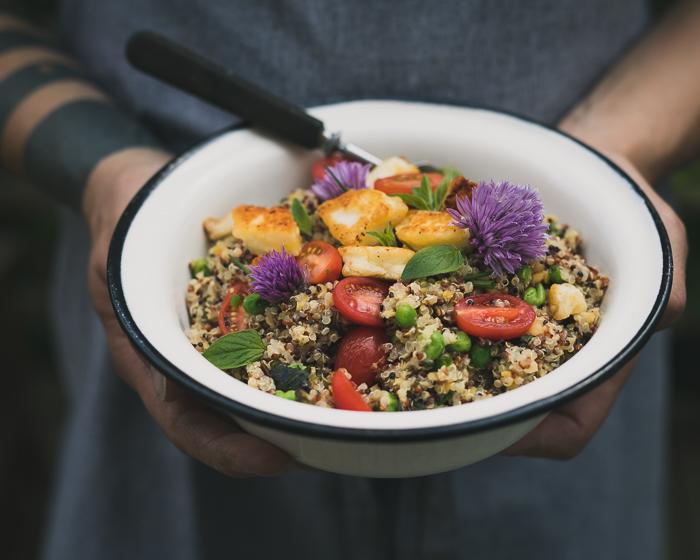 Kvinoasalaatti   salaatti   kasvisruoka   suurikeittokirjahaaste   ruokablogi   resepti