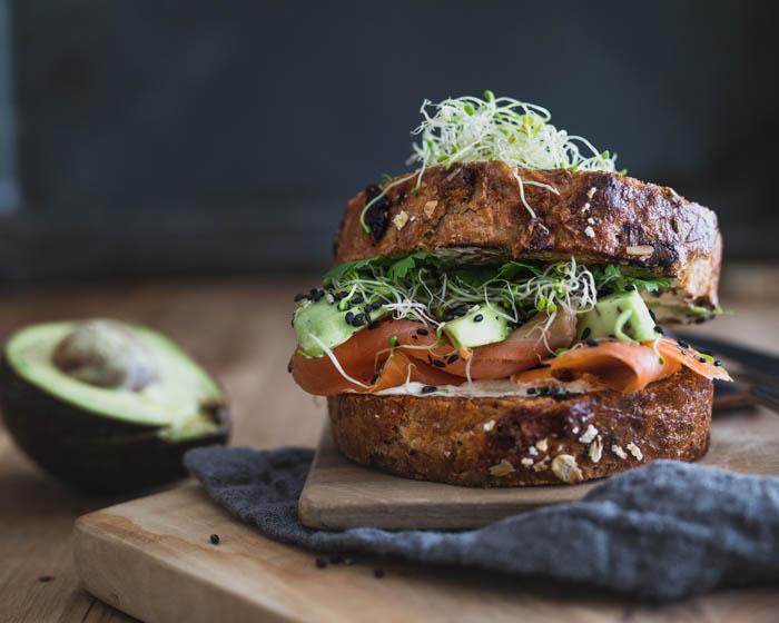 Lohi-avokadoleipä | herkkuleipä | sandwich | voileipä