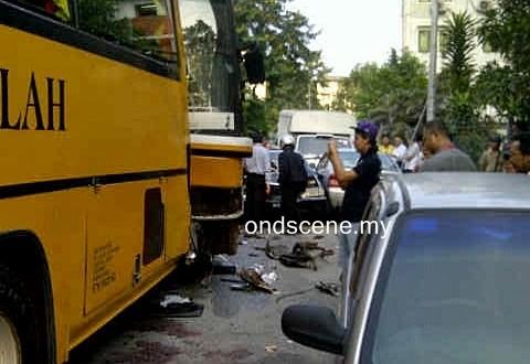 Suami Isteri Maut Kemalangan Babitkan 2 Bas Sekolah, 5 Kereta Dan 2 Motorsikal Di AU3 Keramat