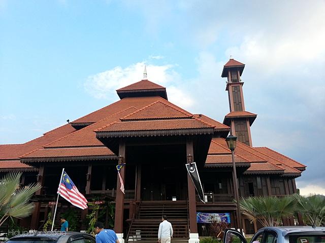 masjid kayu kampung seberang jertih