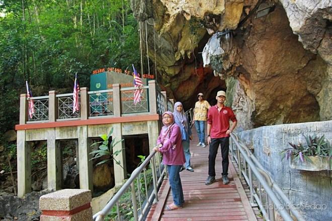 melawat gua kelam