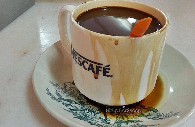 minum petang kopi dan roti bakar