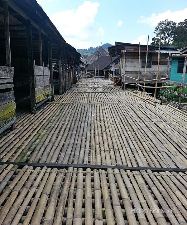 Rumah Panjang Bidayuh Kampung Benuk