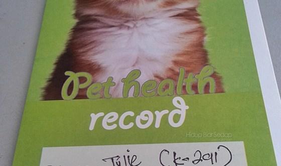 Pertama Kali Julie Disuntik Vaksin Kucing