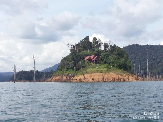 Rumah di Pulau Tasik Kenyir