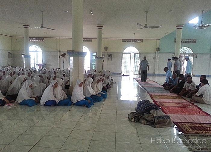 pelajar perempuan sekolah menengah