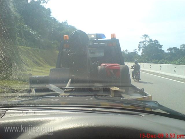 trak tunda polis