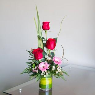 Arreglo Con 3 Rosas Y Mini Gerberas Kukyflorcom