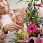 flores-jarron-cortar-tallo-cuidar-arreglos