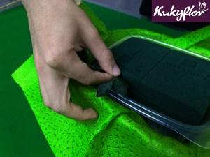 DIY: Coloca el follaje de de la canasta de pascua