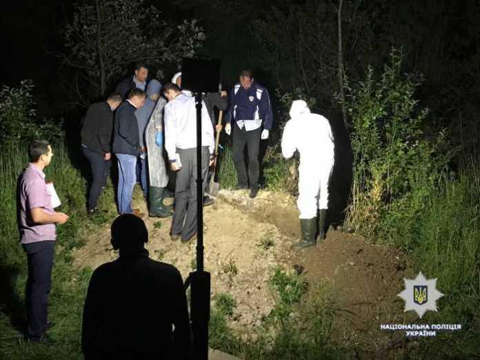 Правоохоронці Львівщини викрили зловмисника, причетного до вбивства чоловіка, тіло якого він закопав