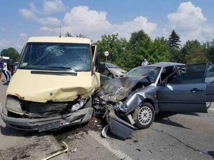 Біля Львова у аварії постраждали люди