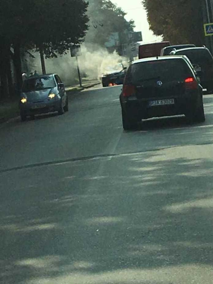 У Львові горить автомобіль
