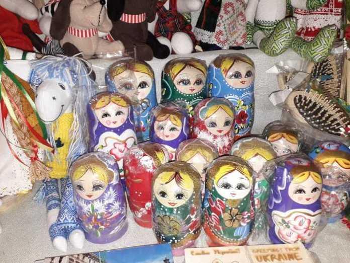 У Львові біля Ратуші продавали російські