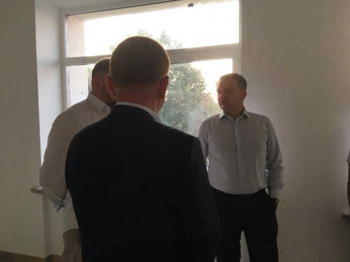 Синютка проінспектував хід робіт із реконструкції школи в Оброшино