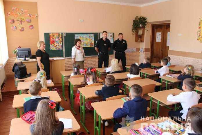 Поліція охорони провела урок безпеки в школі Львова