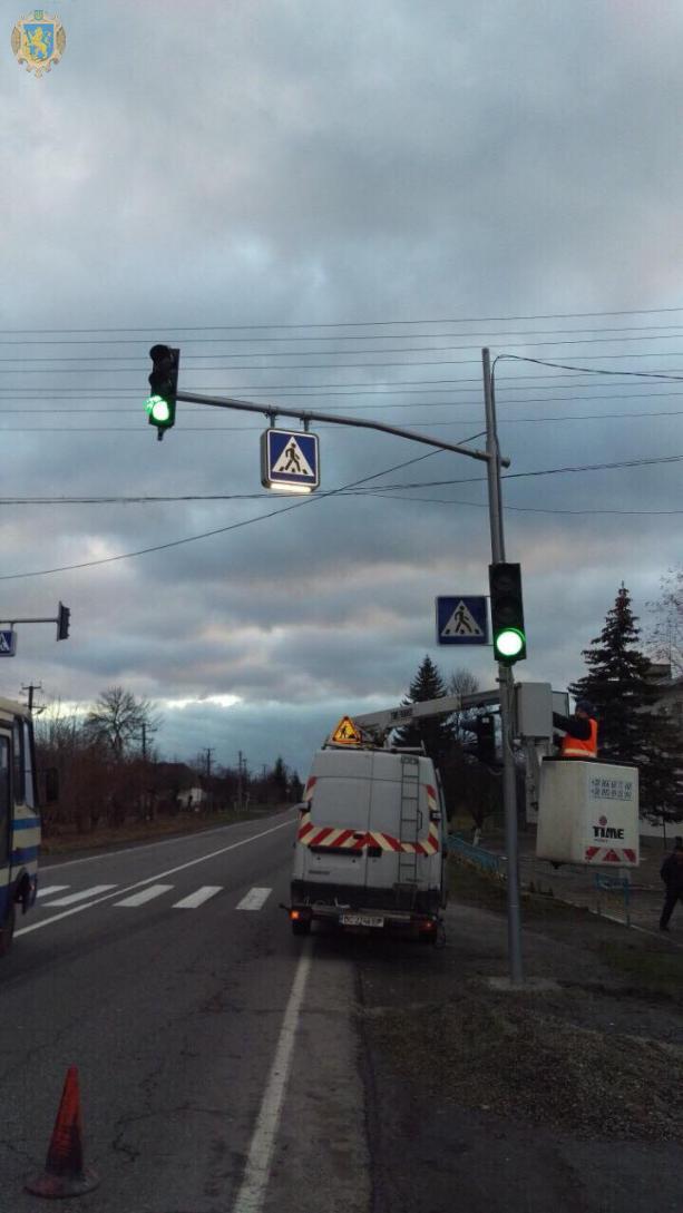 На пішохідних переходах Львівщини облаштовують світлофорні об'єкти