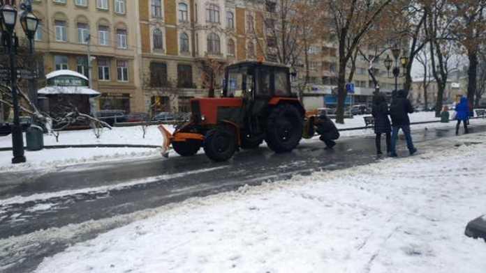 У центрі Львова зламався трактор. Фото Варта-1