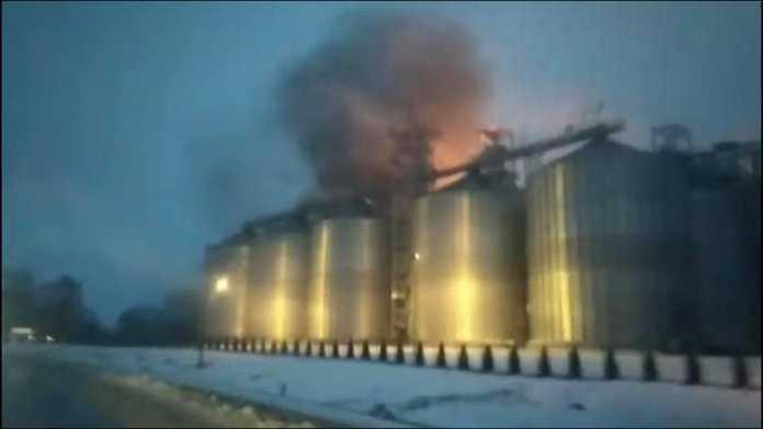 На Львівщині горить завод. Фото Варта1