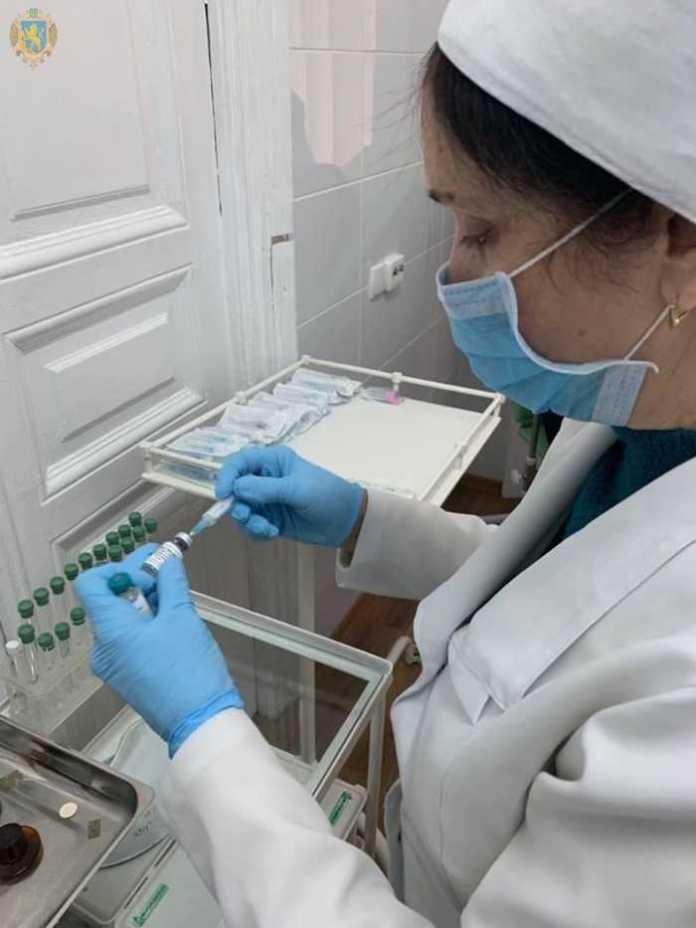 Співробітники СБУ Львівщини вакцинуються від кору