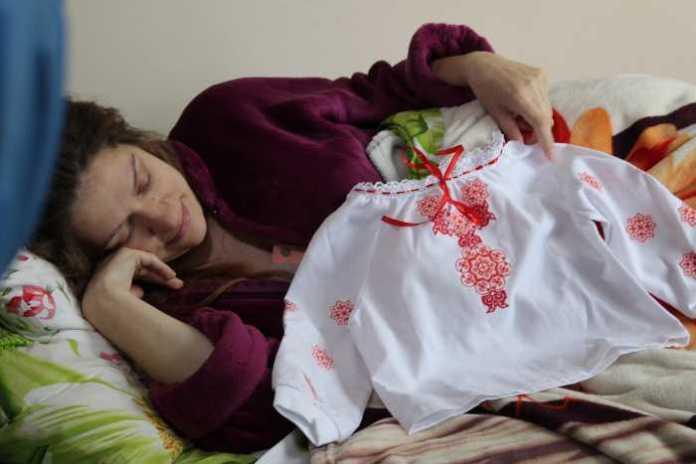 Новонародженим немовлятам у Львові вручили маленькі вишиванки
