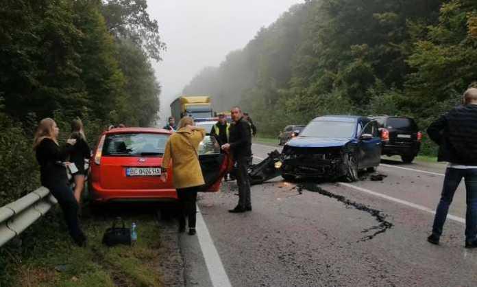 Як між Новояворівськом та Івано-Франкове не розминулись автомобілі . Фото Варта-1